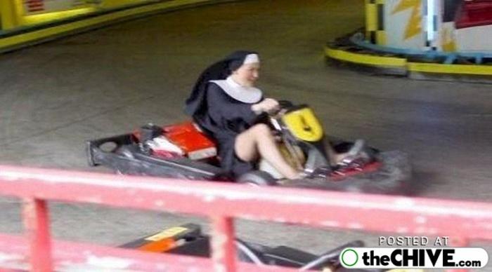 веселая монашка фото 18 (700x388, 177Kb)