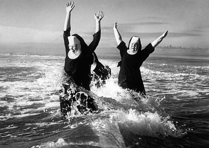 веселая монашка фото 27 (700x496, 216Kb)