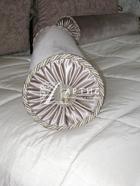 Подушка валик своими руками фото