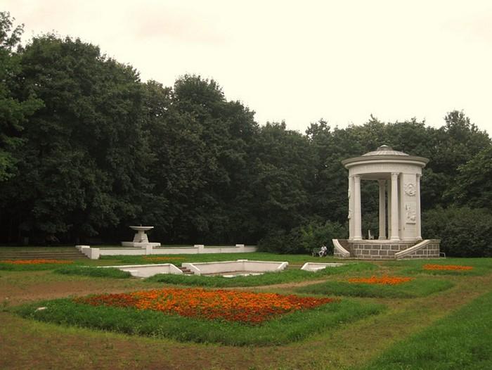 Усадьба Трубецких или Нескучное (700x526, 90Kb)