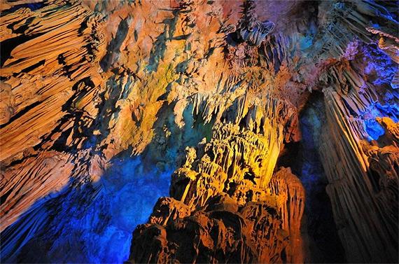 карстовая пещера1 (570x377, 144Kb)