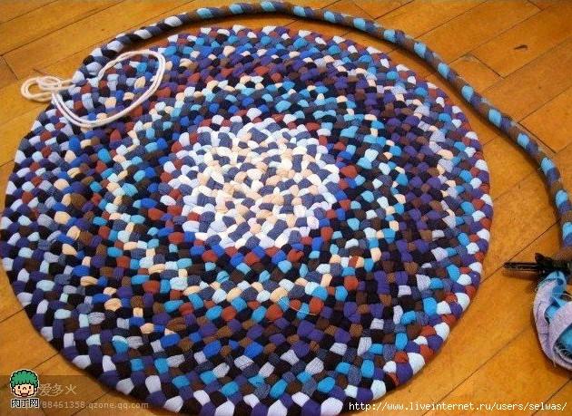 Способ вязания ковриков из заплетенных косичкой остатков тканей-изумительные вещи!/4683827_20120722_161956 (630x459, 290Kb)