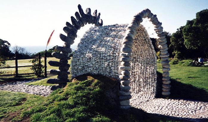 neobychnye-skulptury-iz-kamney-1 (700x409, 158Kb)