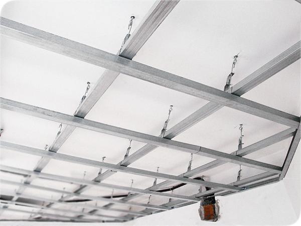 Подвесные потолки своими руками из пластиковых панелей в
