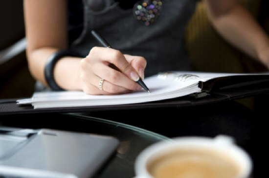 woman-writing (550x365, 25Kb)