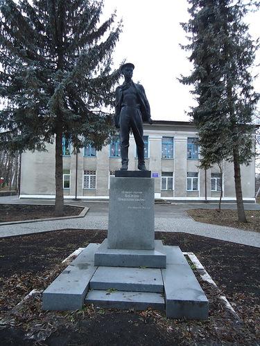 Памятник с сердцем Агрыз Лампадка из лезниковского гранита резная Арсеньев