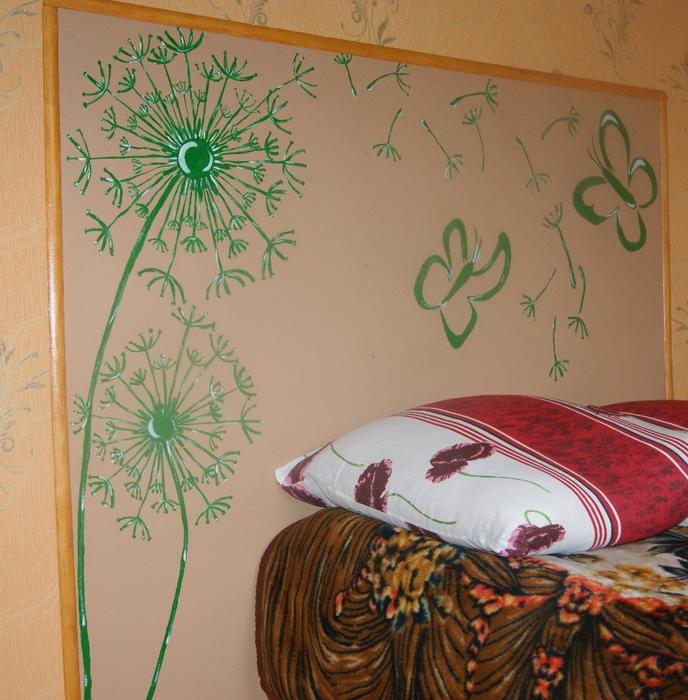 Одуванчик на стене