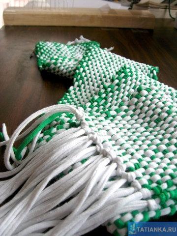 Стильный шарф из старых футболок.  Многие блоггеры и читатели полагают, что ткачество - весьма недешевое занятие.