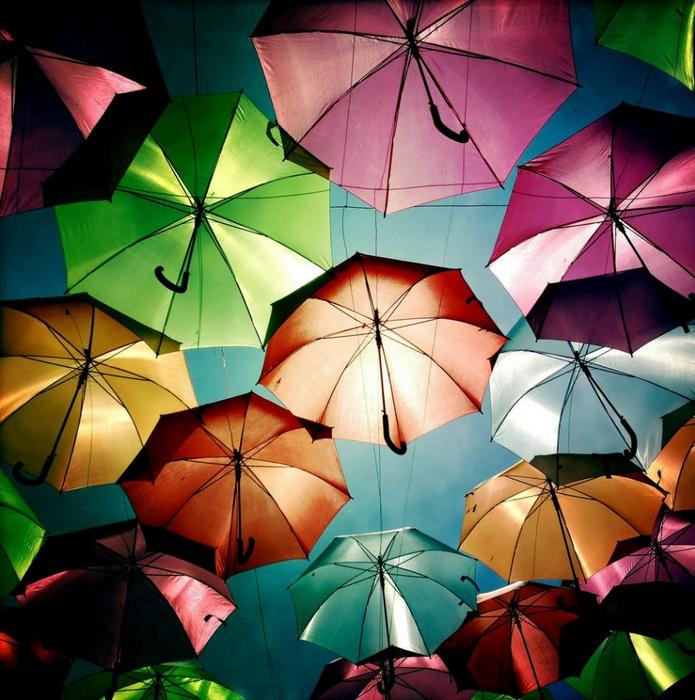 инстоляция из зонтиков в португалии 1 (695x700, 357Kb)