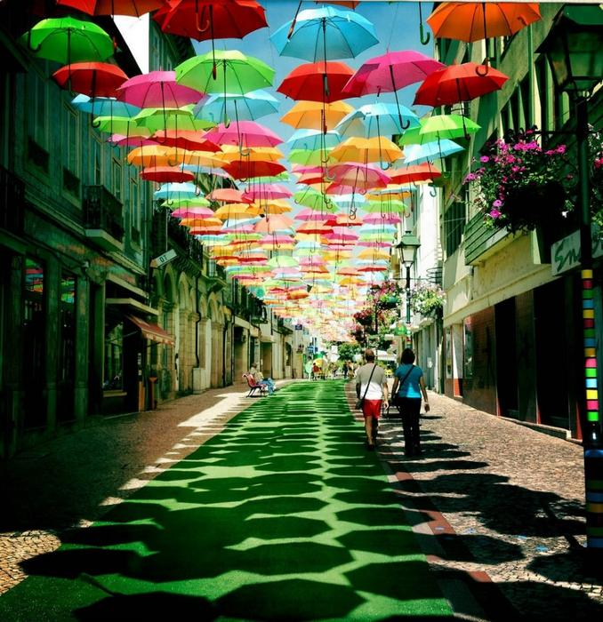 инстоляция из зонтиков в португалии 2 (678x700, 423Kb)