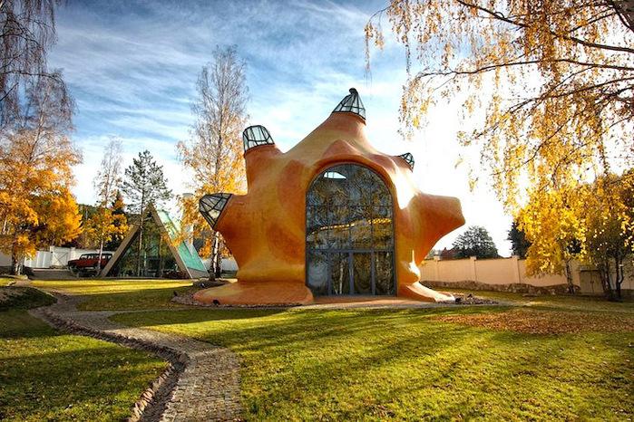 необычный дом фото 1 (700x466, 219Kb)