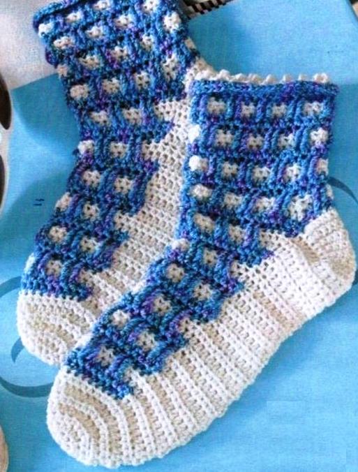 """На нашем женском сайте  """"Дамочка """" Вы всегда можете найти новость - вязание носков для девочек крючком и схема..."""