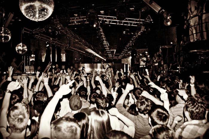 DJ СЕРГЕЙ ОБЛОМОВ (ака TEKTOYS) - РЕЙВЕРЫ НЕ ПЬЮТ (Fidget-House mix) (700x468, 261Kb)