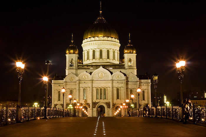 800px-Temple_of_Christ_the_Savior_view_from_Patriarchy_Bridge (700x466, 66Kb)