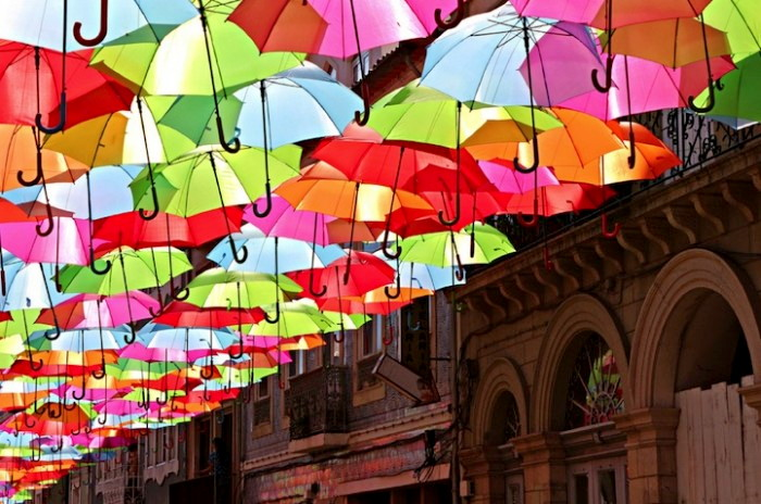 Umbrella_Sky_installation_1 (700x464, 116Kb)