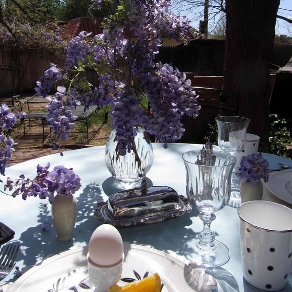 свой цитатник или сообщество!  Сервировка стола с сиреневыми оттенками.  Прочитать целикомВ.