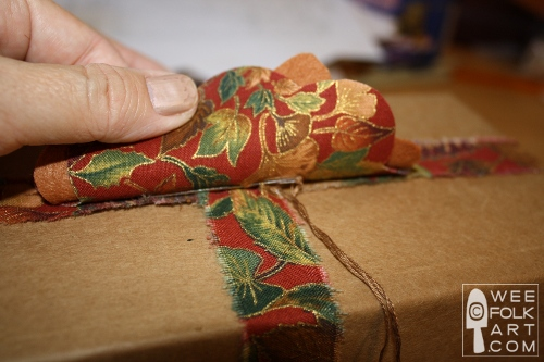 wrappingafallgift-tackonflowerwm (500x333, 97Kb)
