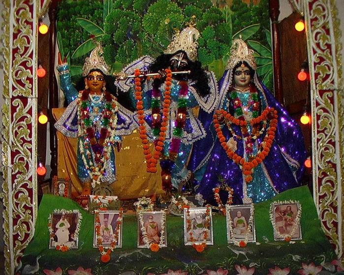 all-glories-to-sri-sri-guru-gauranga-gandharva-govinda-sundar (700x559, 180Kb)
