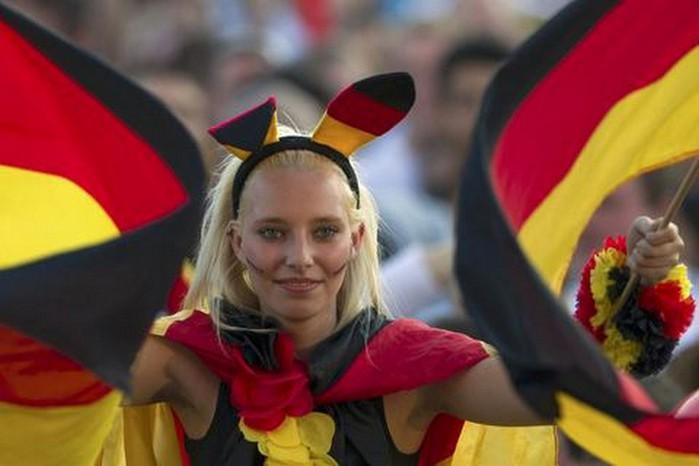 blonde_german_football_girl (700x466, 57Kb)