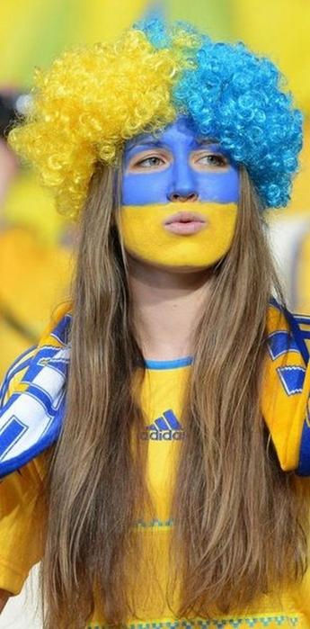 blonde_swedish_girl_euro_2012 (345x700, 185Kb)