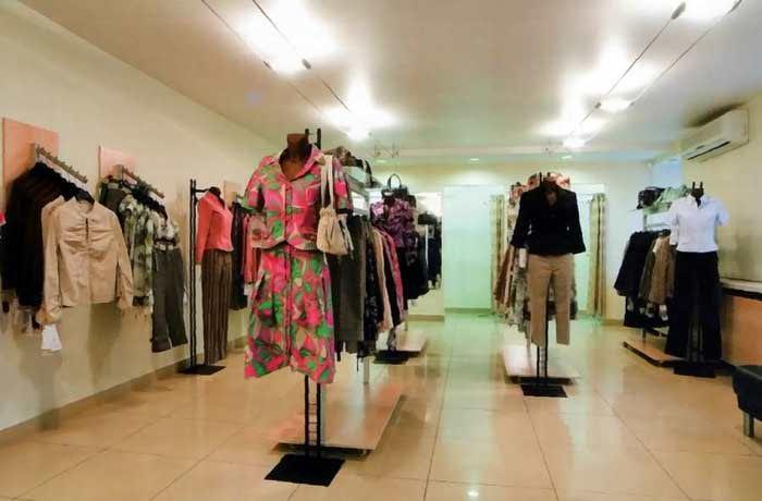 Интерьер магазин одежды