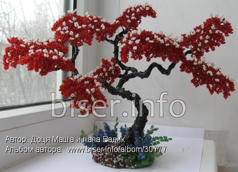 Ма-ша. дерево объёмное. красный.  0. 241. сиреневый. бусина стеклянная. низание.