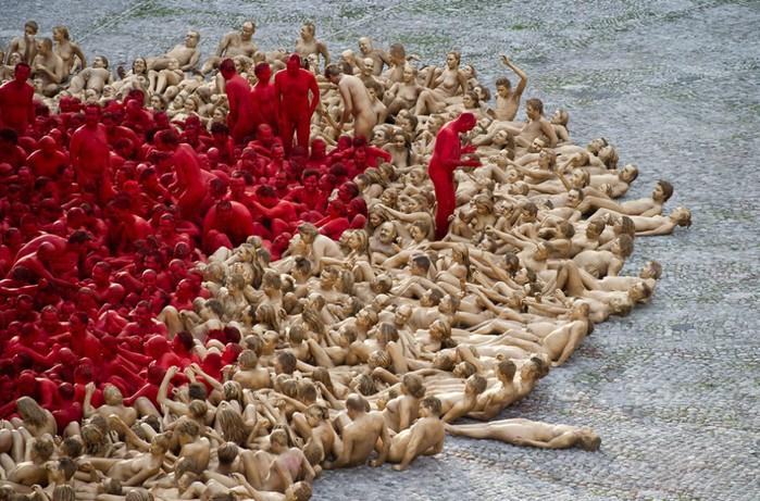 Спенсер Туник фото обнаженных людей 5 (700x461, 140Kb)