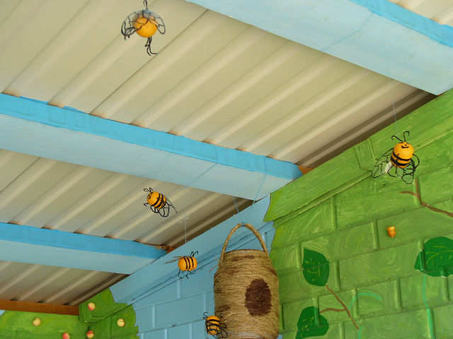 пчелки и улий (640x480, 28Kb)