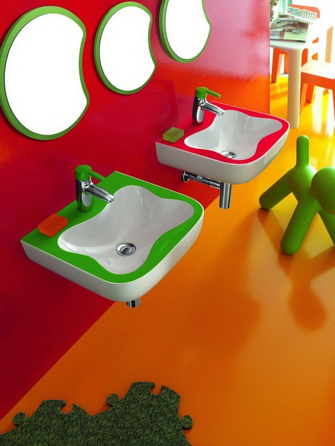 1-colourful-bathroom-for-childrens-by-laufen (488x650, 94Kb)