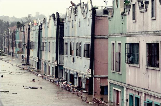 Наводнение на Филиппинах. Фотографии затопленной столицы Манилы 04 (620x408, 55Kb)