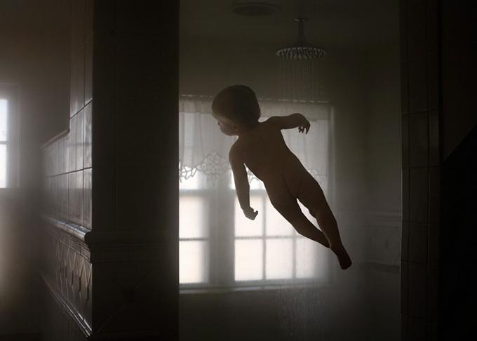 Летающий ребенок Рэйчел Хулин (8) (680x486, 57Kb)