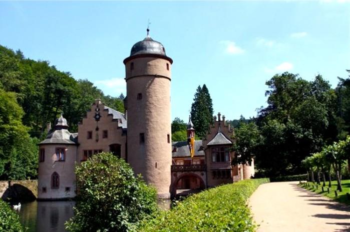 Zamok-Mespelbrunn.germaniya.puteshestvie3-500x333 (700x465, 86Kb)