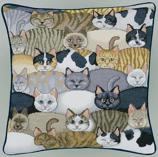 Подушка вышивка коты