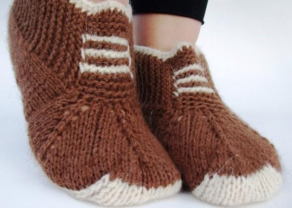 kahverengi-ayakkabı-görünümlü-bayan-patik-modeli-589x420 (589x420, 68Kb)