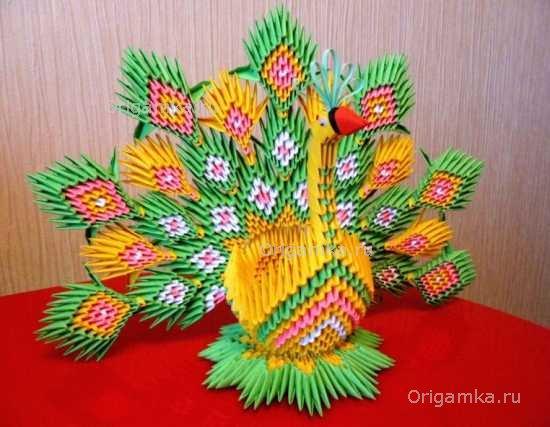 Павлинов из модульного оригами