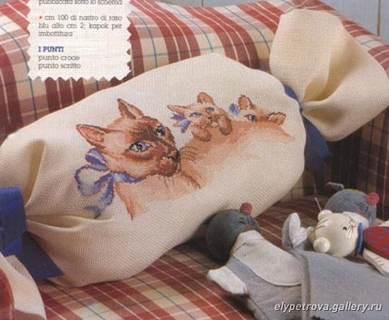 Подушка-валик Сиамская кошка с