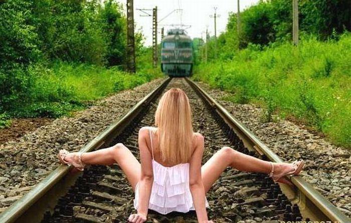 Смотреть фото девочек с раздвинутыми ногами фото 360-413