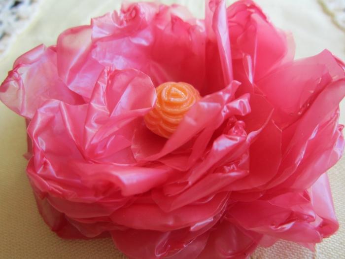 Из полиэтиленовых пакетов цветы