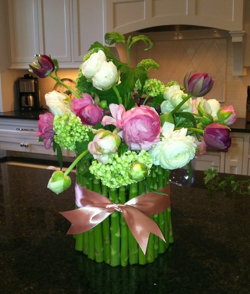flowers-wrapped-in-asparagus-centerpiece-2 (506x596, 102Kb)
