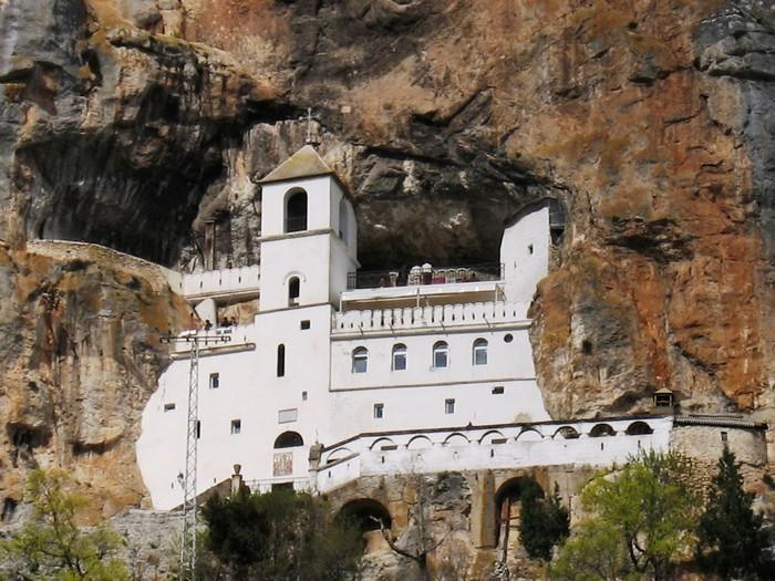Впечатляющие достопримечательности Черногории - Острог (700x525, 133Kb)