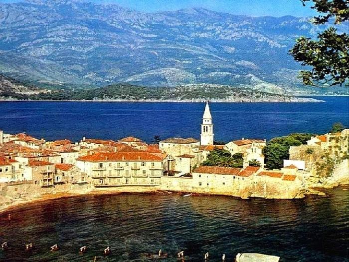 Впечатляющие достопримечательности Черногории 2 (700x525, 158Kb)