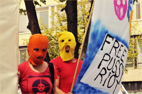 pussy riot actions 8 (600x400, 56Kb)