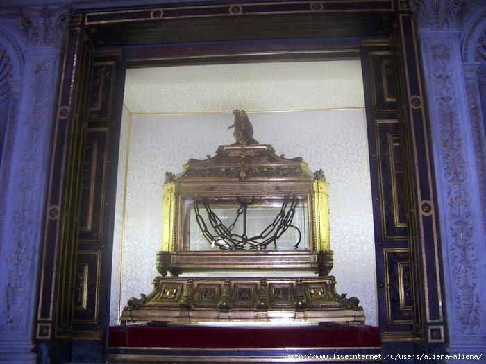100_4667 Сан-Пьетро-ин-Винколи. Вериги Св. Петра (700x525, 207Kb)