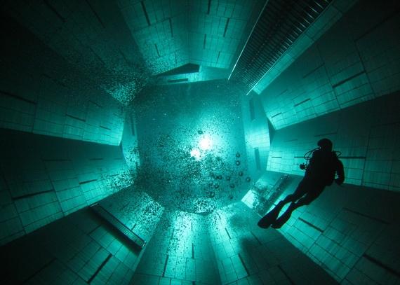 самый глубокий бассейн (570x407, 147Kb)