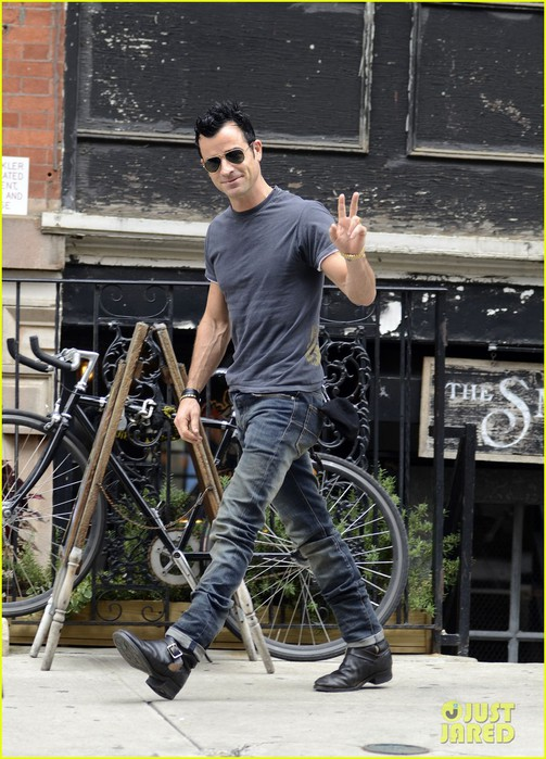 justin-theroux-steps-out-post-engagement-06 (503x700, 120Kb)