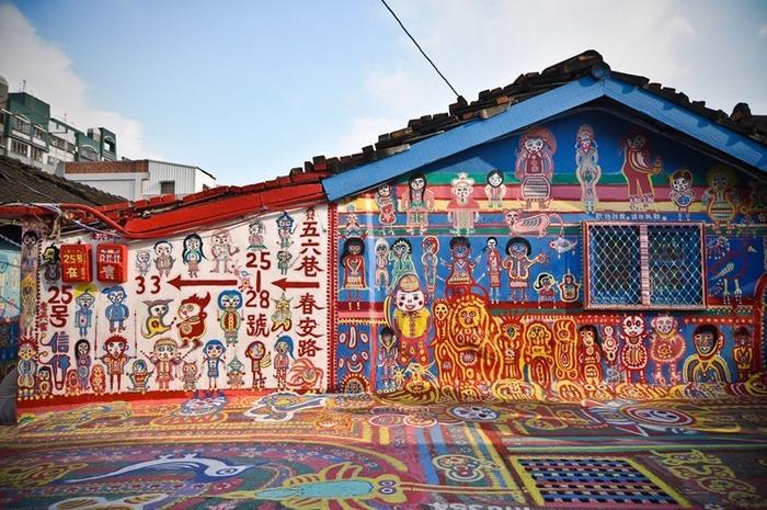 разноцветная деревня в тайване (700x465, 158Kb)