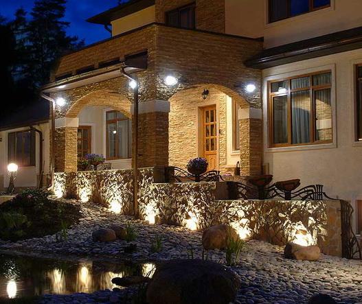 Система освещения и подсветки дома.
