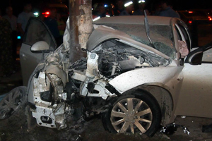 Автомобиль врезался в столб, один человек погиб/4831234_dtpsamara (300x200, 76Kb)