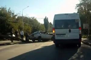 Столкнулись маршрутка и жигули/4831234_dtpsaratov (300x200, 52Kb)
