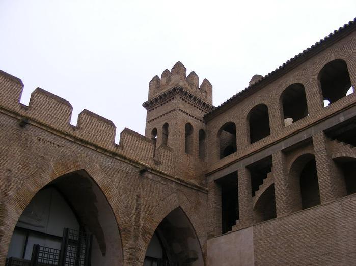 Замок Альхаферия (Castillo de Aljaferia) - жемчужинa испанского исламского наследия 44375